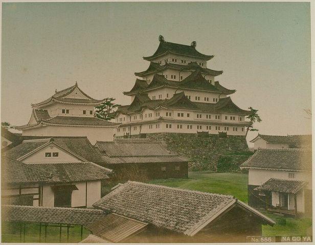 768px-Nagoya_Castle_1979.1.48P01B